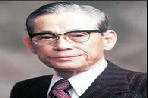lee byung chull founder of samsung Samsung founder lee byung-chull educated in japan lee byung-chull founded samsung in the late 1930's, at a time when korea was still under japanese occupation the lee family were wealthy landowners and, like many affluent.